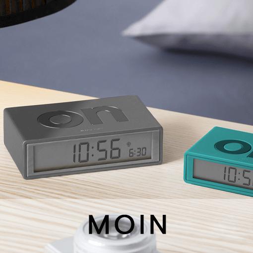 Schön aufwachen mit Weckern von Tapeten und Uhren